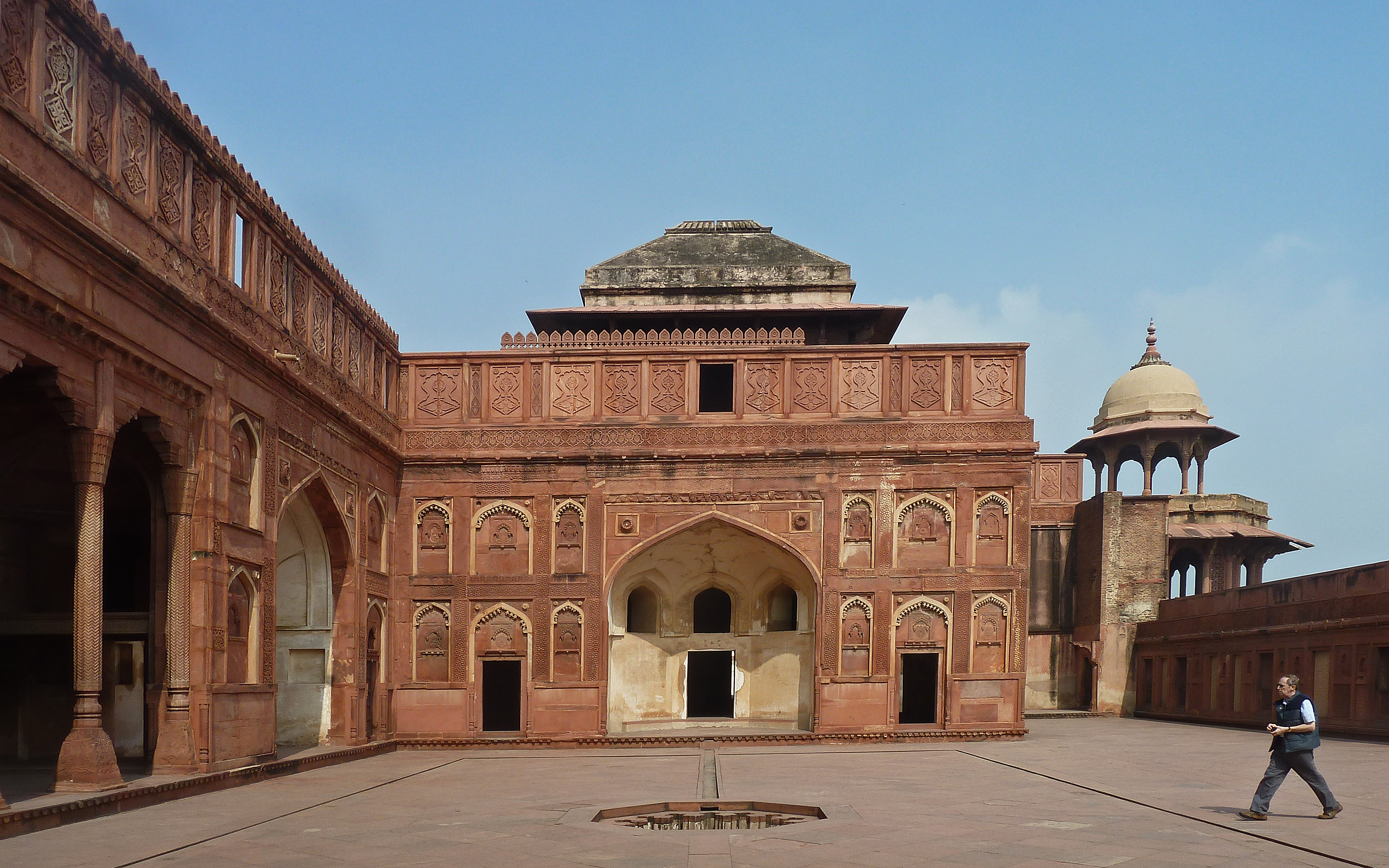 Agra fort Jahangiri Mahal Palace entrance 759