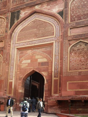 Agra fort bastion gate 086