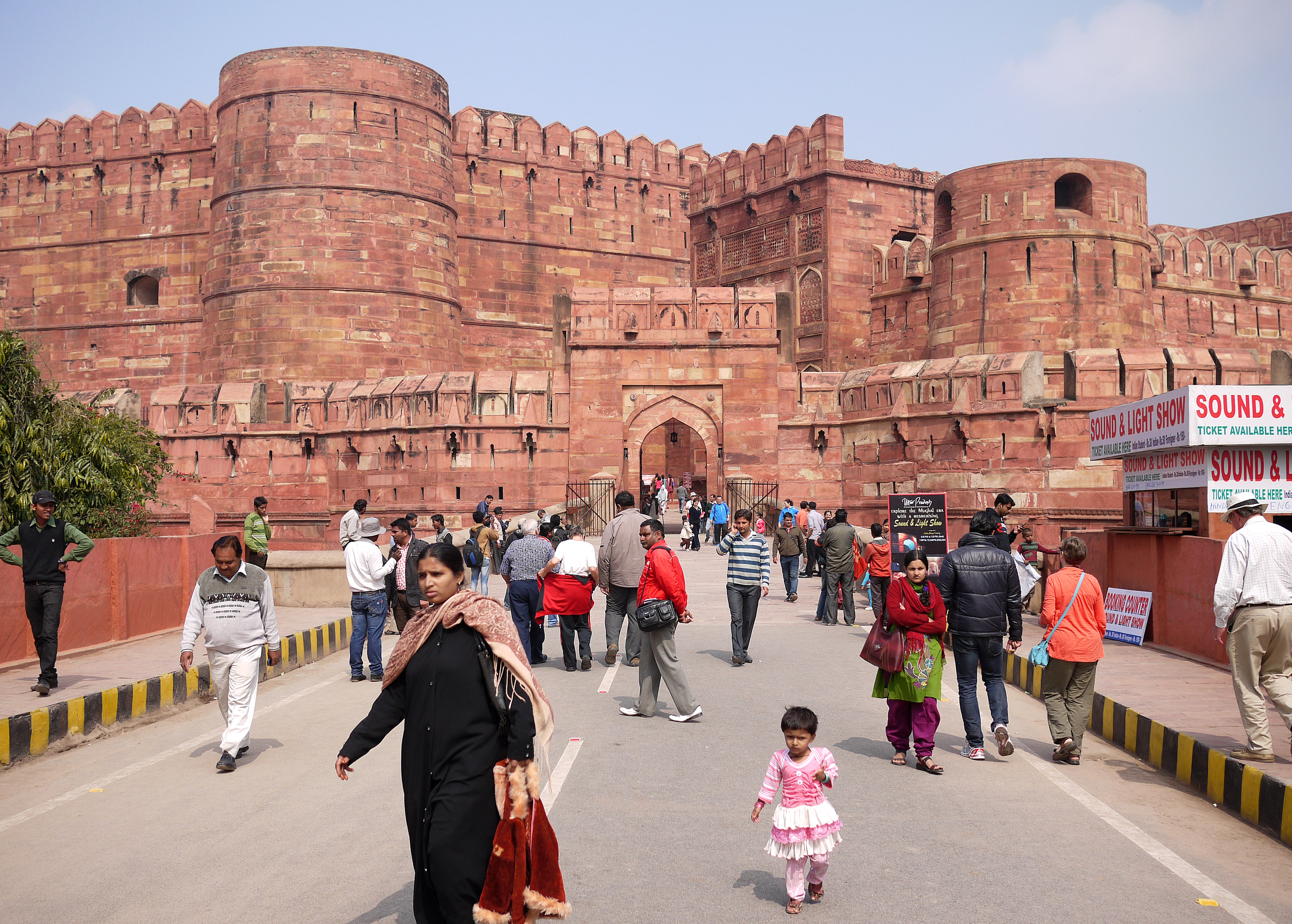 Agra fort gate 141