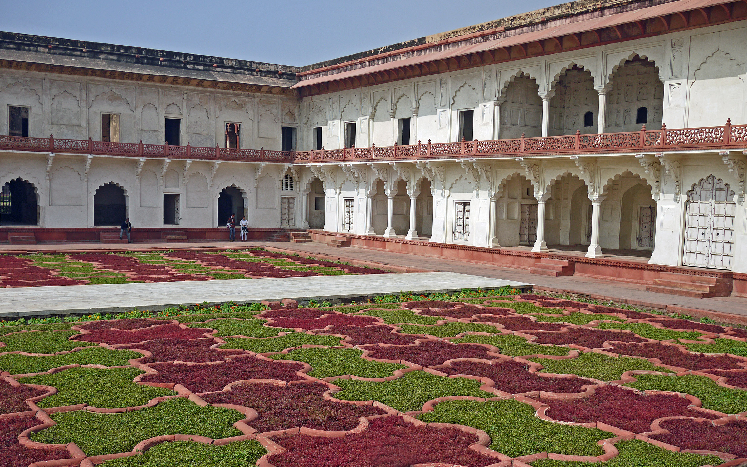 Agra fort grape garden 0117