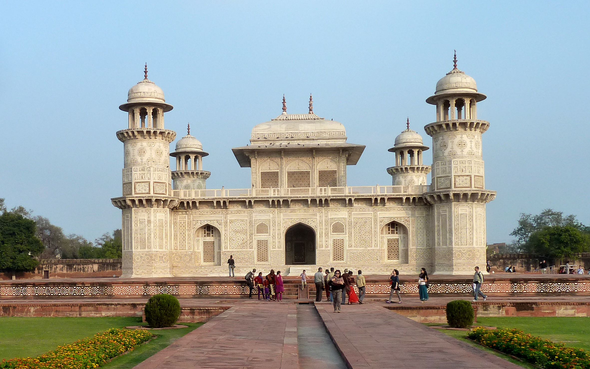 Agra: the Itimad-ud-Daulah, known as the Baby Taj